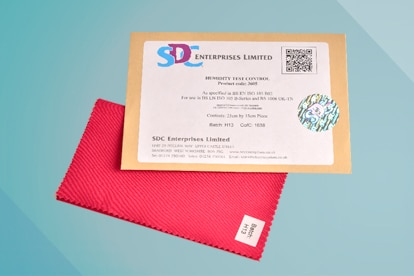 Feuchtigkeitskontrollgewebe – rote Kontrollfärbung - ISO 105 B02