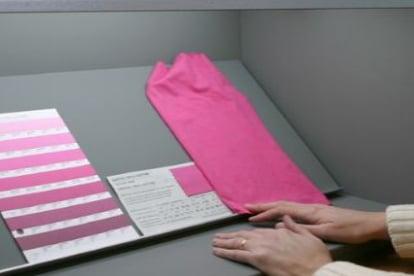 verivide-abmusterung-farbabmusterungskabine-unter-d65-tageslicht
