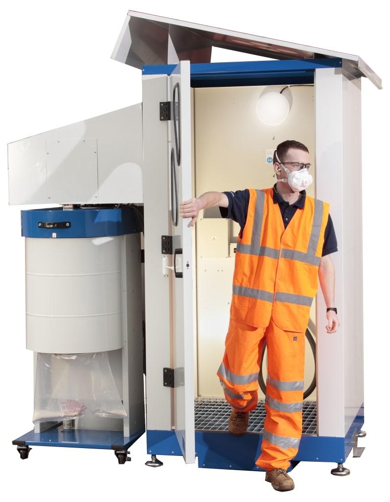 Luftdusche mit Mitarbeiter am Arbeitsplatz